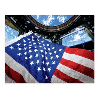 Bandera americana de la estación espacial con postal