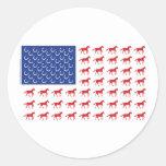Bandera americana de los caballos patrióticos etiquetas redondas