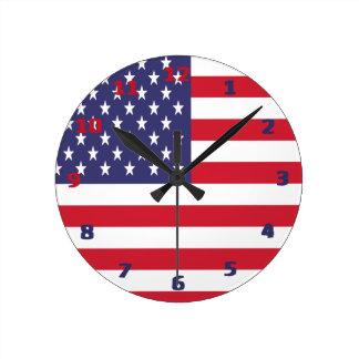 Bandera americana de los E.E.U.U. Reloj Redondo Mediano