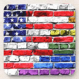 Bandera americana del arco iris posavasos de bebidas