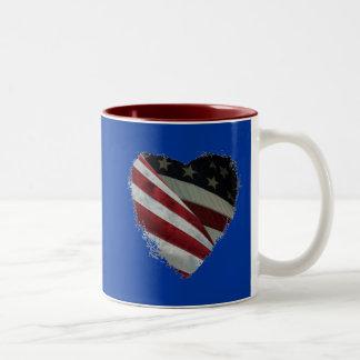 Bandera americana del corazón taza
