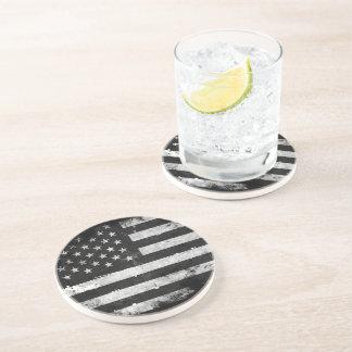 Bandera americana del Grunge blanco y negro Posavasos Diseño