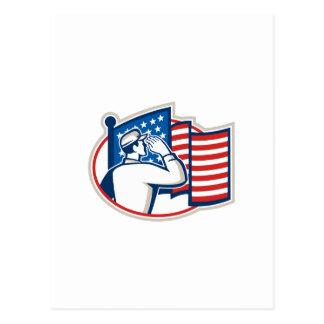 Bandera americana del saludo del soldado retra postal