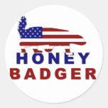 bandera americana del tejón de miel etiqueta redonda