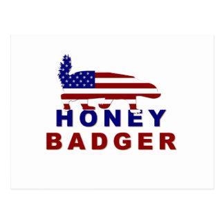 bandera americana del tejón de miel postal