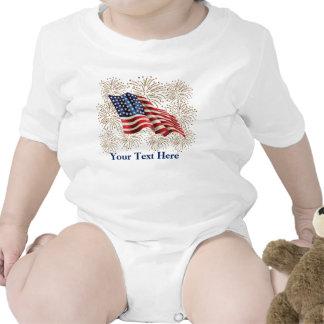 Bandera americana del vintage con los fuegos traje de bebé