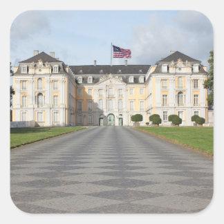 Bandera americana en castillo alemán pegatina cuadrada