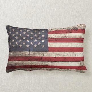Bandera americana en grano de madera viejo cojines