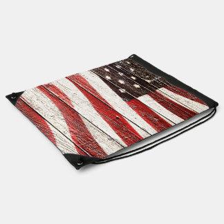 Bandera americana en la textura de madera mochila