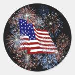 Bandera americana patriótica y fuegos artificiales etiquetas redondas