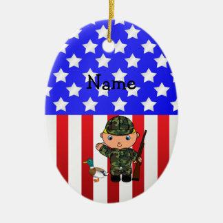 Bandera americana personalizada del cazador adorno navideño ovalado de cerámica