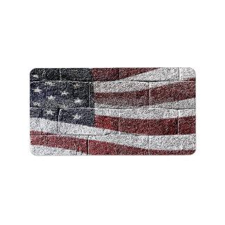 Bandera americana pintada en textura de la pared etiquetas de dirección