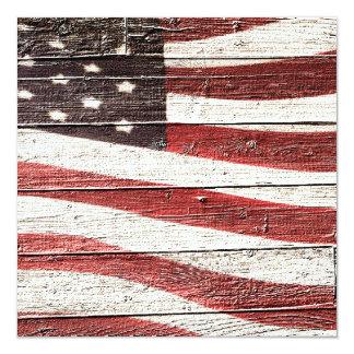 "Bandera americana pintada en textura de madera invitación 5.25"" x 5.25"""