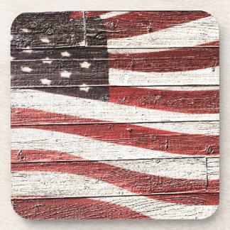 Bandera americana pintada en textura de madera rús posavaso