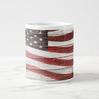 Bandera americana pintada en textura de madera taza grande