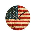 Bandera americana rasguñada y llevada del vintage reloj de pared