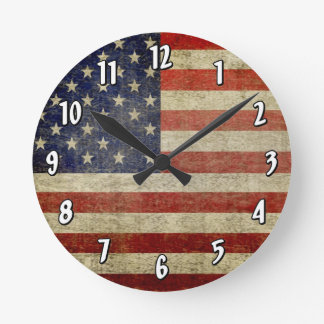Bandera americana resistida, apenada reloj redondo mediano