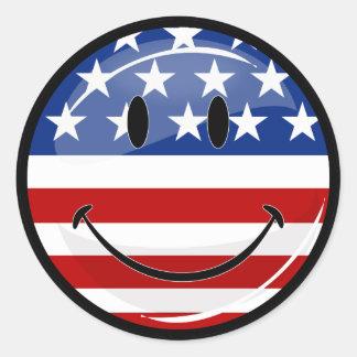 Bandera americana sonriente de la ronda brillante pegatina redonda