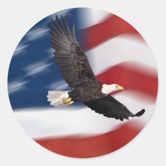 Bandera americana y águila pegatina redonda