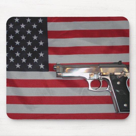 Bandera americana y arma Mousepad