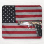 Bandera americana y arma Mousepad Alfombrilla De Ratón