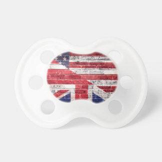 Bandera americana y británica chupete de bebé