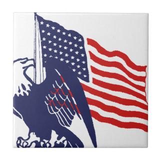 Bandera americana y Eagle calvo Azulejo Cuadrado Pequeño