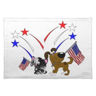 Bandera americana y fuegos artificiales mantel