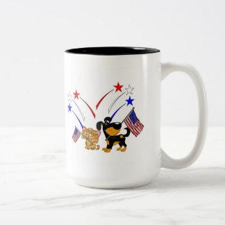 Bandera americana y fuegos artificiales tazas