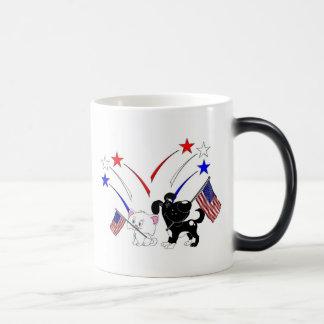 Bandera americana y fuegos artificiales tazas de café