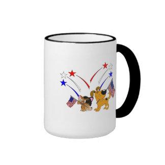 Bandera americana y fuegos artificiales taza