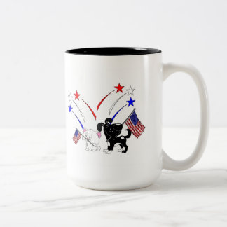 Bandera americana y fuegos artificiales taza de café