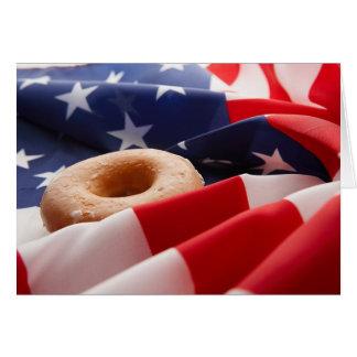 Bandera americana y tarjeta de felicitación del