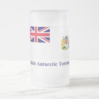 Bandera antártica británica del territorio con taza de cristal