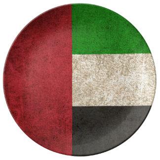 Bandera apenada vintage de United Arab Emirates Platos De Cerámica