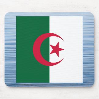 Bandera argelina que flota en el agua mousepad
