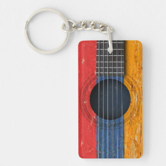 Bandera armenia en la guitarra acústica vieja llaveros