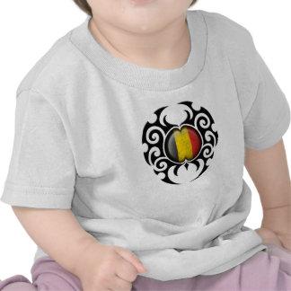 Bandera belga agrietada tribal negra