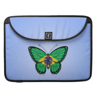 Bandera brasileña de la mariposa en azul fundas para macbooks