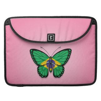 Bandera brasileña de la mariposa en rosa funda macbook pro
