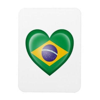Bandera brasileña del corazón en blanco imán