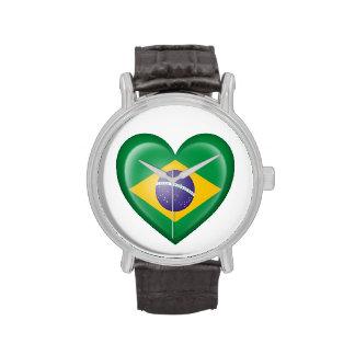 Bandera brasileña del corazón en blanco relojes de pulsera
