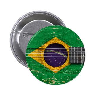 Bandera brasileña en la guitarra acústica vieja pin redondo de 2 pulgadas