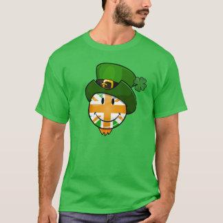 Bandera británica del color irlandés feliz en playera
