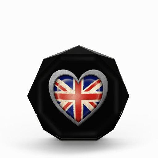 Bandera británica del corazón con efecto del metal