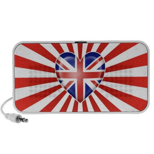 Bandera británica del corazón con la explosión de  altavoces de viaje