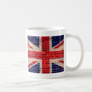 Bandera BRITÁNICA en una pared de ladrillo Tazas De Café