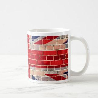 Bandera BRITÁNICA en una pared de ladrillo Tazas