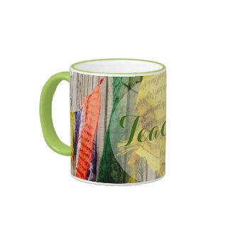 Bandera budista brillante y colorida del rezo - ta taza de café