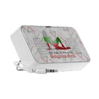 Bandera búlgara de la silueta del chica altavoces de viajar